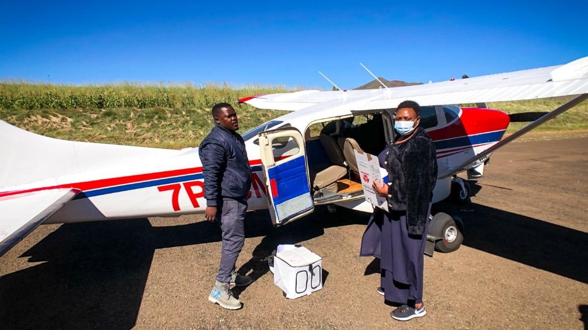 Layanan Dokter Terbang Kirim Vaksin COVID-19 ke Daerah Terpencil di Afrika