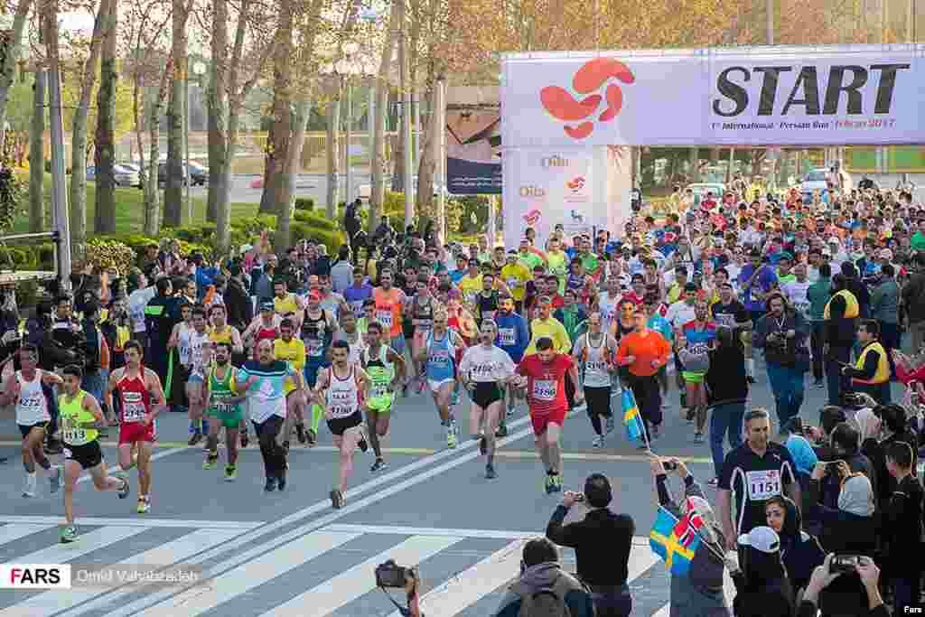 مسابقه دو بین المللی ماراتن پارس در مجموعه ورزشی آزادی عکس: امید وهاب زاده