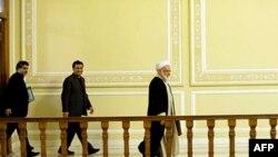 AB'ye petrol ihracatını durdurma girişimini erteleyen İran milletvekilleri
