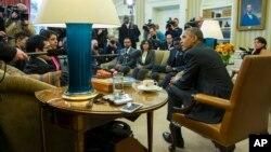 지난 4일 워싱턴 백악관에서 바락 오바마 미국 대통령이 자신의 이민개혁 지지자들과 만났다. (자료사진)