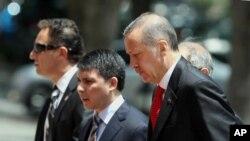 اردوغان هنگام ورود به پارلمان