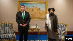 美國國務卿蓬佩奧9月12日在卡塔爾會見塔利班政治辦公室負責人毛拉·巴拉達爾(Mullah Baradar)。