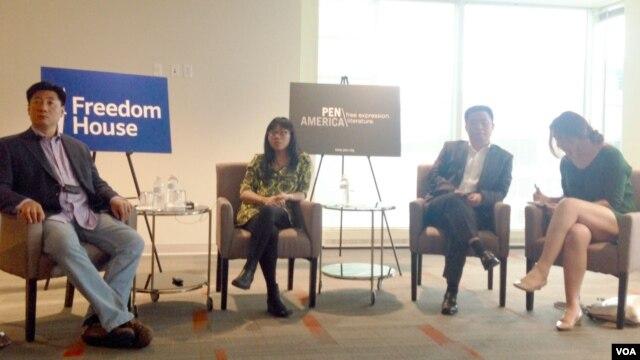 2015年5月28日,鲍朴、郭小橹和慕容雪村及翻译(从左至右)在华盛顿谈中国的言论自由和内容审查。(美国之音海伦拍摄)