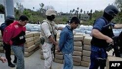 Заарештовані мексиканські контрабандисти і наркотики