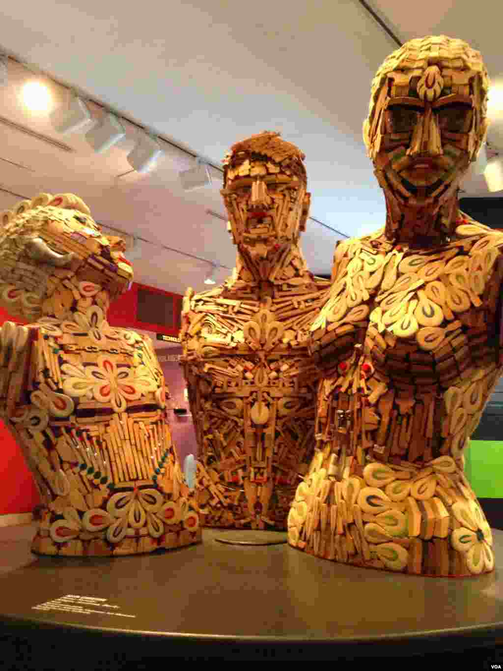 """""""Piano Family"""" by Allen Christian at the """"Human, Soul and Machine: The Coming Singularity"""" exhibit at the American Visionary Art Museum in Baltimore, Maryland. (Julie Taboh/VOA)"""