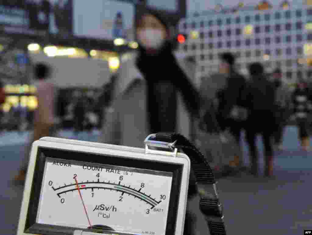 Дозиметр радиационного излучения в Сибуя, Токио, 15 марта 2011г.
