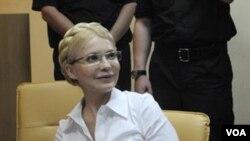 Mantan Perdana Menteri Ukraina Yulia Tymoshenko saat hadir di pengadilan di ibukota Kyiev.