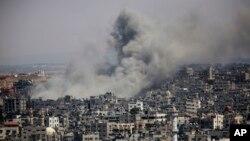 Dim iznad grada Gaze posle izraelskog vazdušnog napada