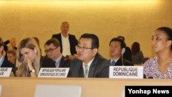 지난 9월 스위스 제네바 유럽 유엔본부에서 열린 유엔 인권이사회 북한인권 패널 토론회가 열렸다. 사진은 북한 최명남 주 제네바 주재 차석대사(가운데)가 반대 발언을 하는 모습.