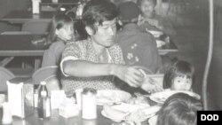 Người tị nạn Việt Nam tại trung tâm xử lý người tị nạn ở Căn cứ không quân Eglin năm 1975. (Ảnh minh họa).