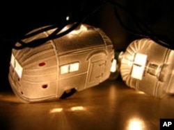 So much a part of popular culture did Airstreams become that someone used their design to create Christmas ornaments.