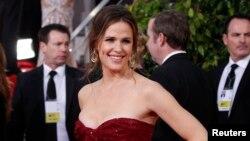 La actriz Jennifer Garner esposa del también actor Ben Affleck señala que todo el tiempo se siente acosada por los fotógrafos cuando está con sus hijos.