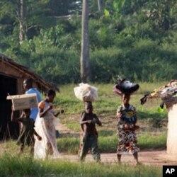 Des réfugiés ivoiriens à leur arrivée en Guinée
