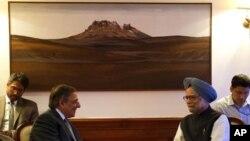 ABD Savunma Bakanı Leon Panetta, Hindistan Başbakanı Manmohan Singh'le