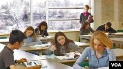 Los estudiantes podrán quedarse en casa por la gripe para evitar el cierre de las escuelas.