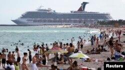 Floridanın günəşli çimərlikləri hər il bu ştata milyonlarla turist cəlb edir.