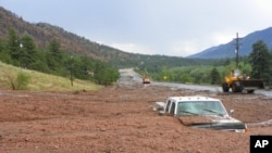 Las autoridades han establecido un control de carretera fuera del perímetro del deslave por seguridad.