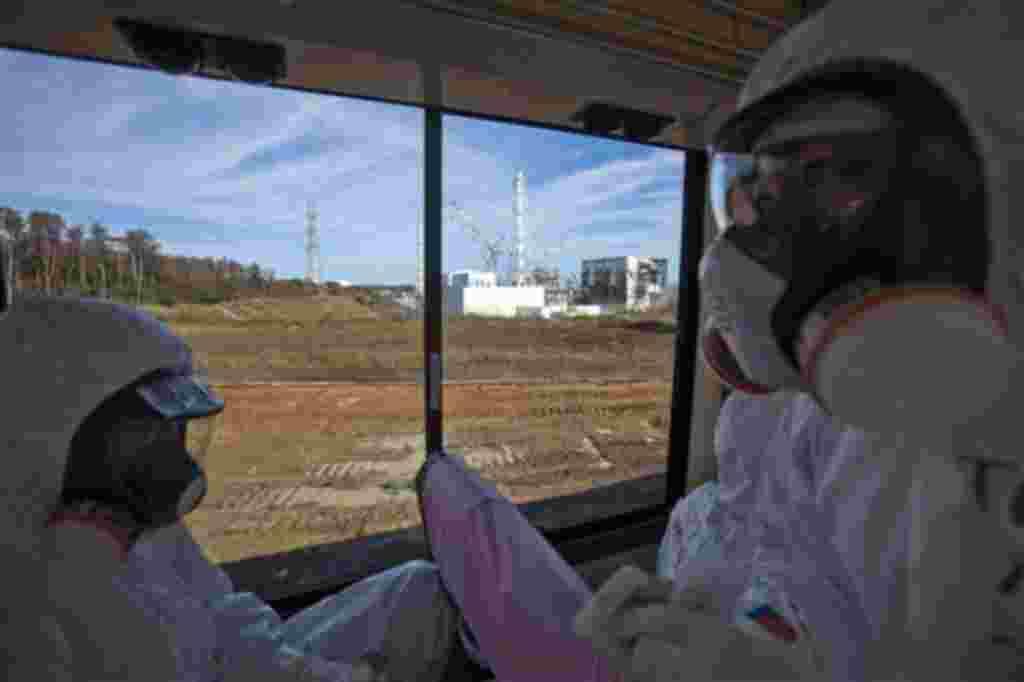 Para realizar esta visita a las instalaciones de Fukushima, los funcionarios de la planta eléctrica de Tokio y los periodistas tenían que utilizar máscaras.