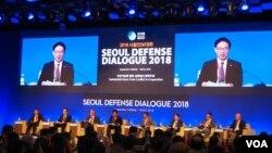천해성 한국 통일부 장관이 13일 서울에서 한국 국방부 주최로 열린 '2018 서울안보대화'에서 연설하고 있다.