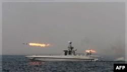 Hải quân Iran bắn tên lửa trong 1 cuộc diễn tập ở biển Oman, Thứ Sáu 30/12/2011