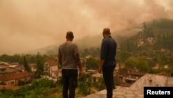Mještani na ostrvu Evija koje je najteže pogođeno požarima.
