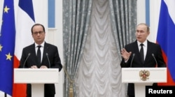 Russian President Vladimir Putin and French President Francois Hollande attend news conference after meeting at Kremlin, Moscow, November 26, 2015.