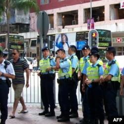 维护集会游行秩序的香港警察