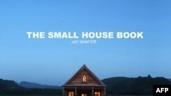 "Bìa cuốn sách ""The Small House Book"" của Jay Shafer"