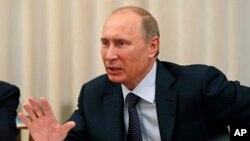 普京星期五與來自世界各地公民領袖出席的會議上講話。