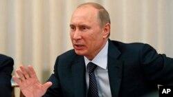 Presiden Rusia Vladimir Putin memperingatkan Barat supaya berhati-hati dalam mempersenjatai pemberontak Suriah (foto: dok).
