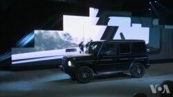 美国万花筒:奔驰联手施瓦辛格展示新车