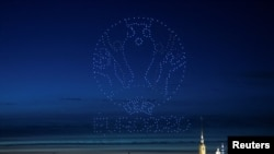 Фото: дрони формують кубок УЄФА Євро 2020 в небі над Санкт-Петербургом