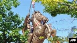 Statuja e Aleksandrit në Shkup dhe marrëdhëniet me Greqinë