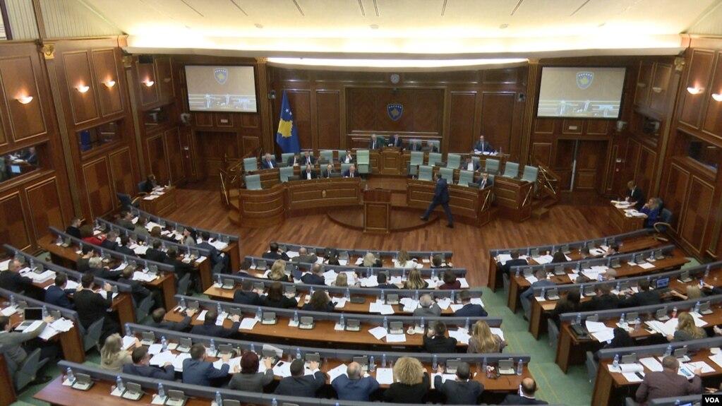 Miratohet në parim ligji mbi delegacionin e Kosovës për bisedimet me Serbinë