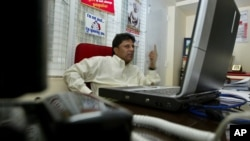 Lasantha Wickrematunga, redaktur harian Sunda Leader yang kritis terhadap pemerintahan Presiden Rajapaksa, tewas dibunuh pada Januari 2009 (foto: dok).