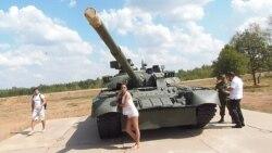 军事合作的同时不忘防备中国 俄在黑龙江对岸部署新式坦克