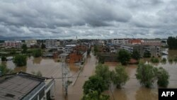 中國湖北省隨州市暴雨後被淹沒的街道。(2021年8月12日)