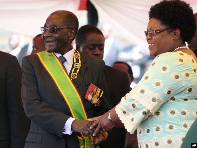 FILE: President Mugabe with former Vice President Joice Mujuru.
