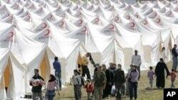 敘利亞人為躲避政府暴力鎮壓而逃往土耳其﹐住在土耳其搭建的帳篷