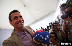 Venezuelan opposition leader Henrique Capriles smiles as he arrives for a news conference in Caracas, Dec. 7, 2015.