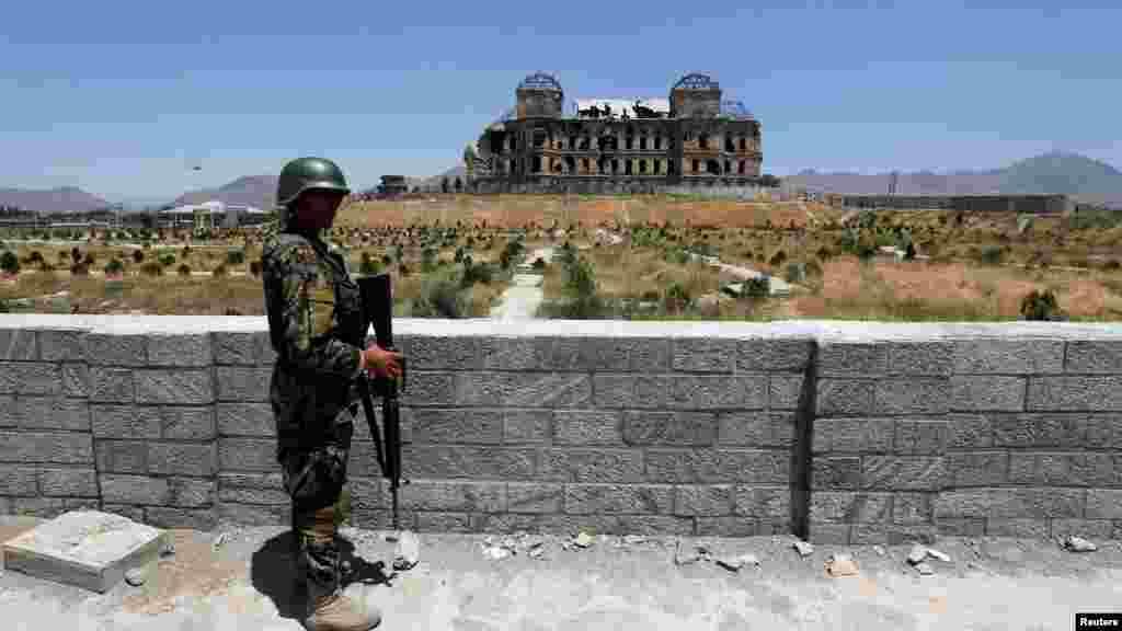 قصر دارالامان در کابل یک شنبه (۱۹ اگست) برابر با ۲۸ اسد ۱۳۹۷ میزبان مراسم تجلیل از ۹۹ مین سالروز استرداد استقلال افغانستان بود