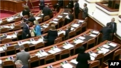 Shqipëri: Parlamenti shtyn miratimin e ligjit për gjykatat administrative