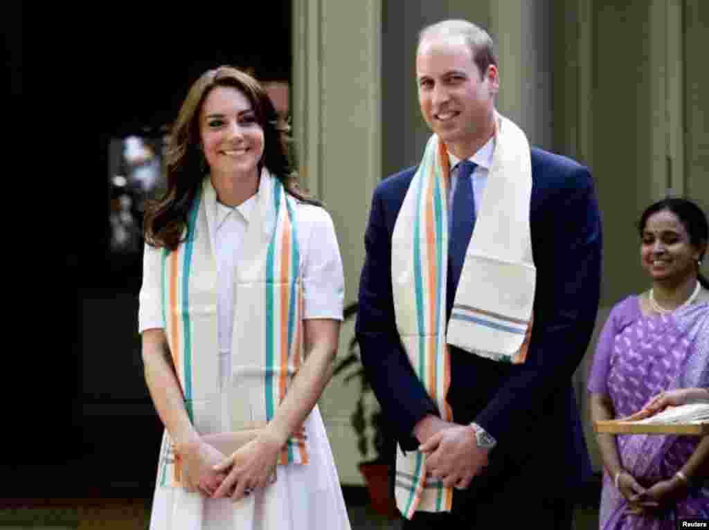 برطانوی شہزادہ ولیم اپنی اہلیہ کیتھرین مڈلٹن کے ہمراہ بھارت کے ایک ہفتے کے سرکاری دورے پر ہیں۔