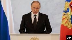 3일 블라디미르 푸틴 러시아 대통령이 크렘린 궁에서 연례 국정연설을 하고 있다.