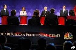 Vue partielle du podium durant le débat du 9 novembre