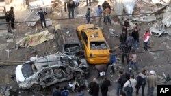 Bağdat'ın bir Şii mahallesinde bomba yüklü aracın patladığı açık pazar yeri