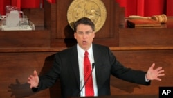 El gobernador de Carolina del Norte, Pat McCrory.