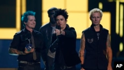 گروه پانک - راک «گرین دی» Green Day در مراسم اهدای جوایز «ام تی وی» اروپا، روتردام، هلند ۶ نوامبر ۲۰۱۶
