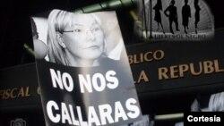 La venezolana Xinia Camacho, dialoga sobre la Toma de Caracas