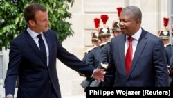 Emmanuel Macron dá as boas-vindas a João Lourenço no Palácio do Eliseu
